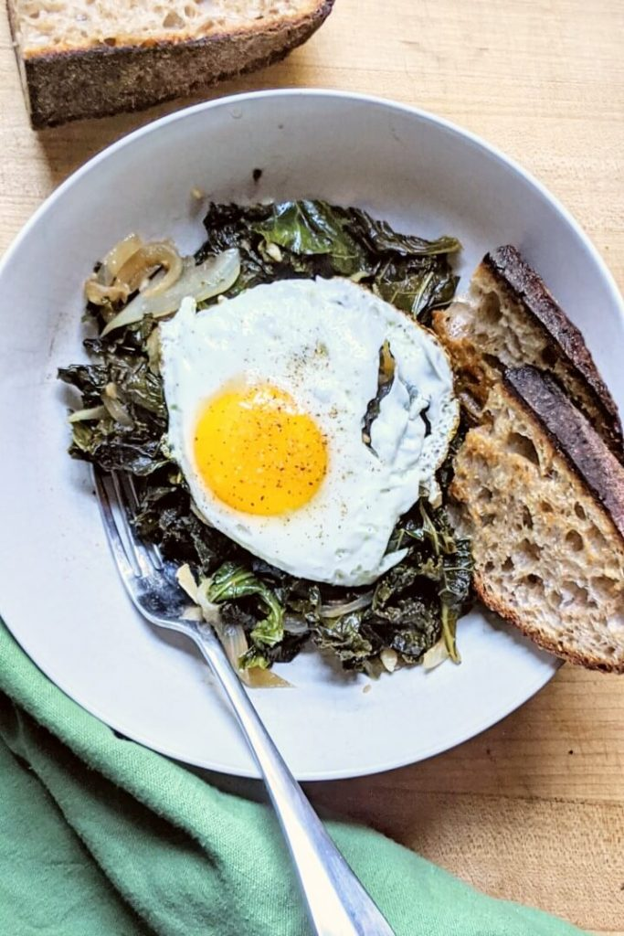 Braised kale with egg and toast